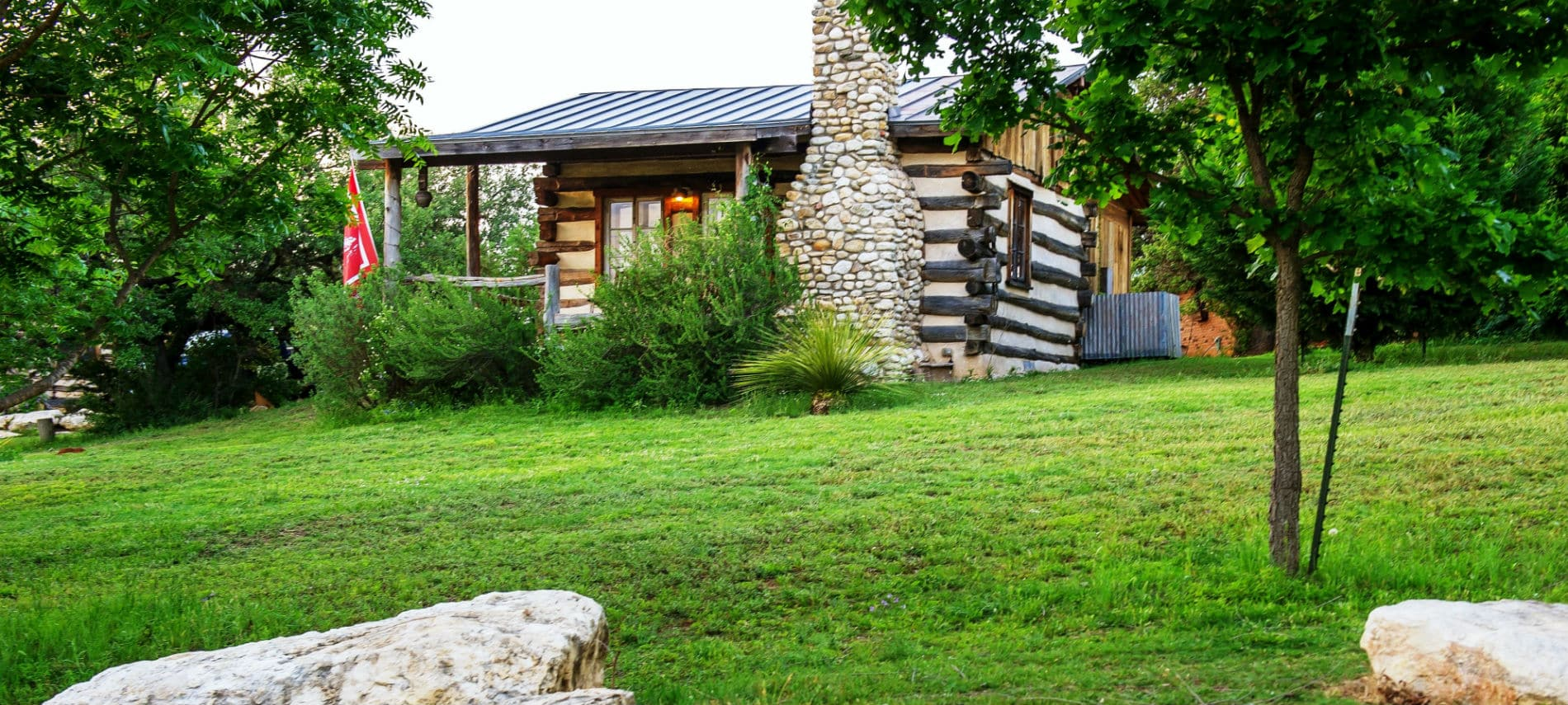 mendelbaum cabin breakfasts tx peach and cabins bed fredericksburg winery guesthouses guest